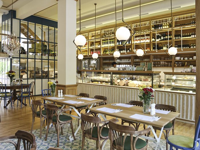 La maison du grec greece darc magazine - Restaurant la table du grec ...